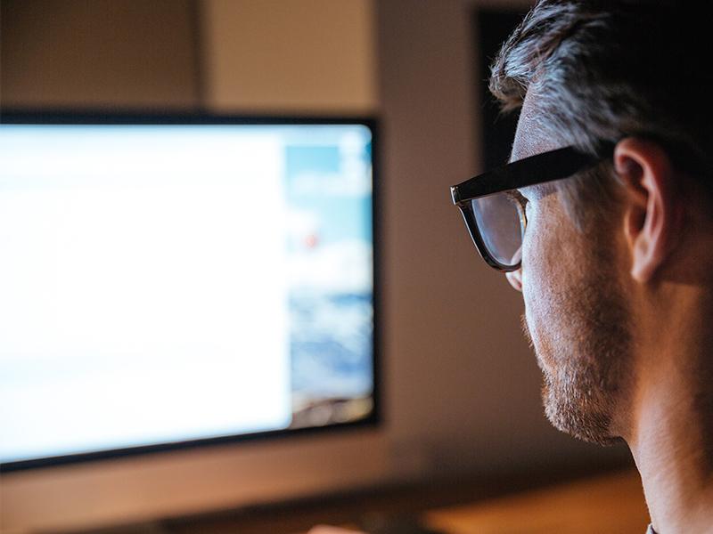 Avoiding Digital Eye Strain & Blue Light Exposure
